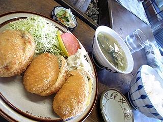 カツギョウザ定食\1100