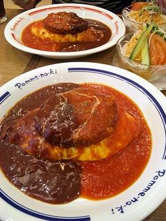 トマトとハヤシソースのハンバーグオムライス