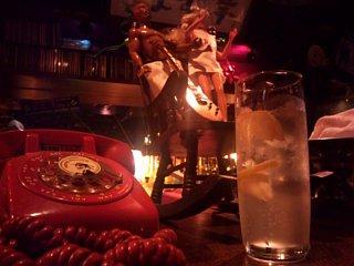 赤電話とジントニック