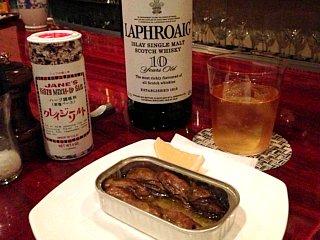 ラフロイグと牡蠣の燻製缶