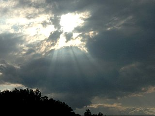 後光の差した雲