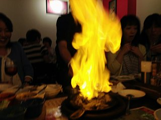 燃えるステーキ