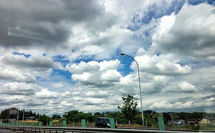 台風明けの雲