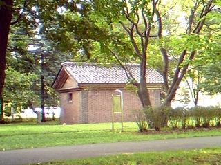 レンガ小屋