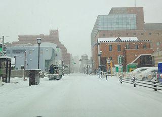 雪の街なか