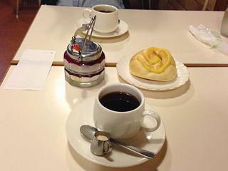 りんごパンとコーヒー